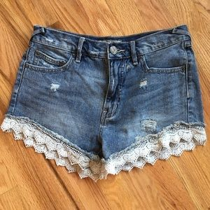 Free People lace hem distress jean shorts size 25